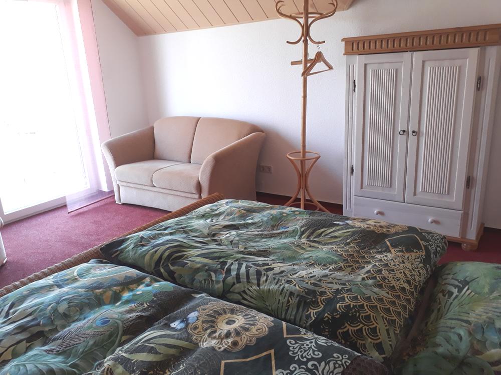 Schlafzimmer 3: Schlafcouch 1,60m breit